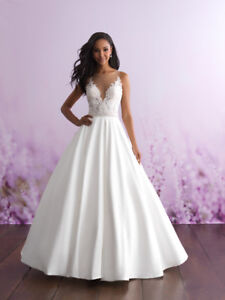 Allure Romance Wedding dress  and cathedral veil - size 6