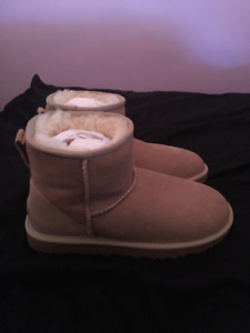 Brand New in Box Size 5 Uggs