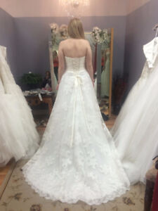 Never been worn beautiful wedding dress for sale! Size 8-10