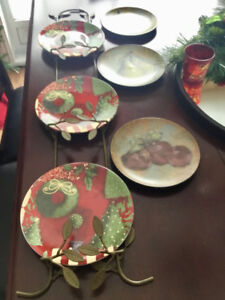 Plate Rack and 6 plates 3 Christmas and 3 fruit design plates .