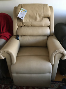 Electric Recliner / Lift Chair by Golden Technologies *Brand New