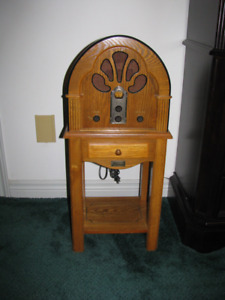 Oak Thomas Collectors Edition AM/FM Floor Radio