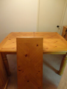 Solid Wood Table & 4 Solid Wood Chair set in Honey Stain Kitchener / Waterloo Kitchener Area image 4