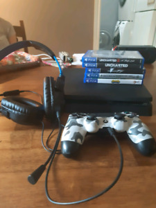 500 Gb Ps4 slim with turtle beach 1 controller and 5 games