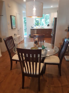 Glass/dark wood round dining room table