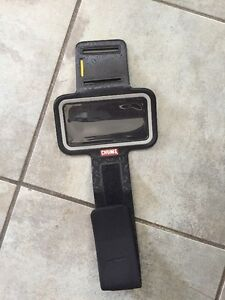 CHUMS IPHONE 5 CELL PHONE RUNNING ARM BAND BLACK
