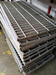 Galvanized steel floor grate