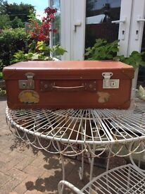 Large deep vintage suitcase, in great order