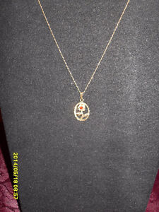 """Vintage - 10kt yellow gold """"Ruby"""" Rose Pendant"""