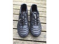 Sondico football boots sz 8 VGC