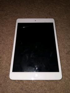 iPad Mini 1st gen 16gb (minor screen cracks)