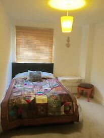 Double room fantastic location for commuters!!