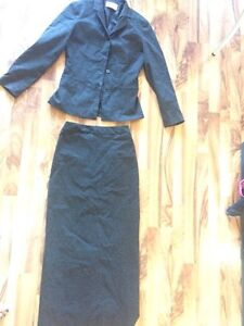 Woman's blazer and skirt - size 2