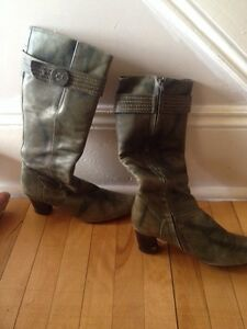 Ladies fashion boots size 9/10