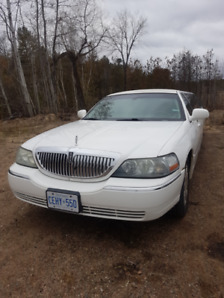 2004 Lincoln Town Car L (8-10) passenger sedan stretched limo!