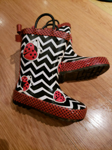 Size 8 toddler rubber boots