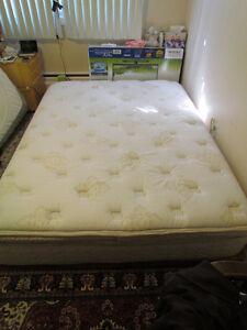 6 inch pillowtop Queen mattress / matelas Sealy Posturepedic
