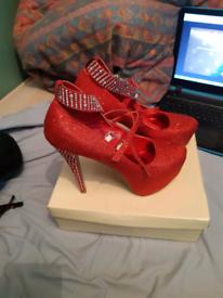 Size 8 heels red/glitter