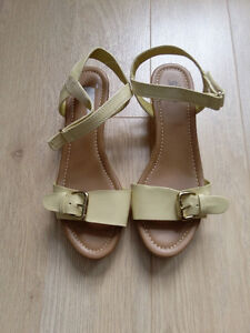 Pretty summer sandals! A great price for you!