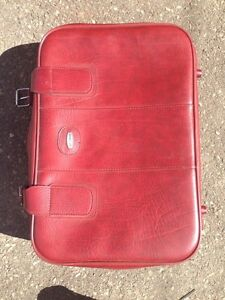 Medium size suitcase Kitchener / Waterloo Kitchener Area image 1