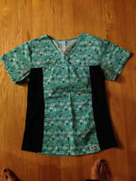 MOBB WOMEN'S SCRUB TOP SIZE SMALL - EXCELLENT SHAPE