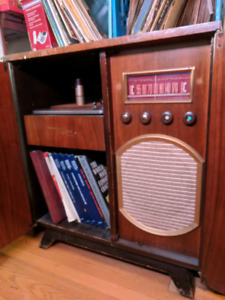 1950 Westinghouse cabinet radio and record player