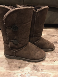 - Uggs - Barely worn - Size 41 (8.5)