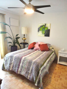 Short-term large private bedroom close to all festival sites!