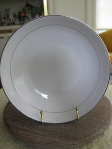 PERFECT 8-IN. SNOW-WHITE PORCELAIN CHIP DISH