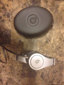 Beats by dr dre almost new!!