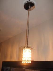2 Lampes suspendues à cristaux. 60$/CHACUNE