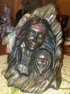 Statue mom and her baby