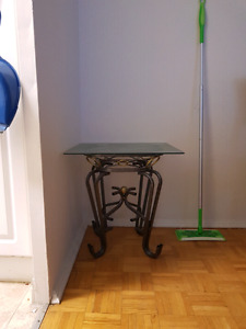 Glass side table and glass table