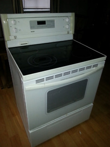 """Glass to Kenmore electric stove. works great. 30"""" white."""