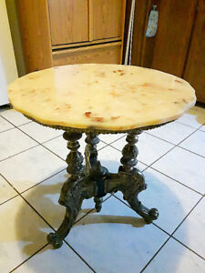 Antigue marble end table For Sale..