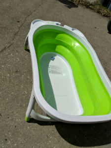 Collapsible bathing baby tub