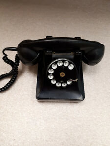 Vintage Rotary Dial Desk Telephone in WORKING condition