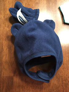 BNWT Old Navy hat and mitt set.  Kitchener / Waterloo Kitchener Area image 1