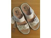 Brand New Size 6 Rivers Sandals