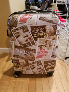Suitcase for sale,Marilyn Monroe design,never used,brand new! Mo