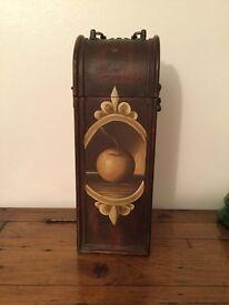 Lovely vintage style bottle case
