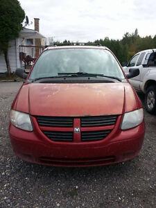 2005 Dodge Caravan Fourgonnette, fourgon Saguenay Saguenay-Lac-Saint-Jean image 1