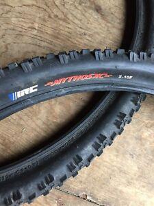 Paire de pneus pour vélo de montagne De marque IRC.