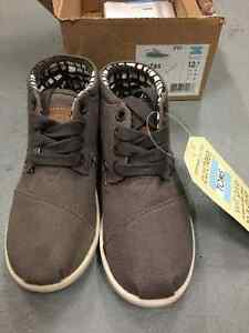 Toms Botas Brand New size 12.5 Youth