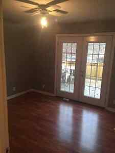 Quiet downtown cul de sac 2 Bedroom main floor apartment