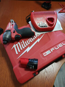 Milwaukee M12 FUEL 2453 Impact Driver Kit + charger + battery
