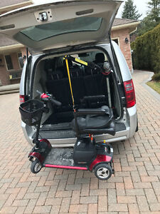 2010 Dodge Caravan Minivan, Van lift and scooter