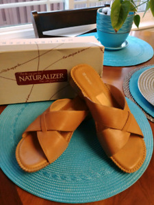 New Leather Naturalizer women's sandles size 9 $5