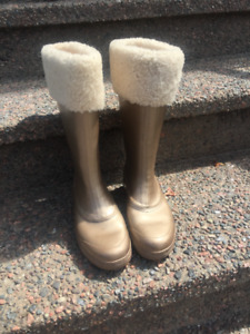 Ladies Gold Ugg Rain Boots - Size 7