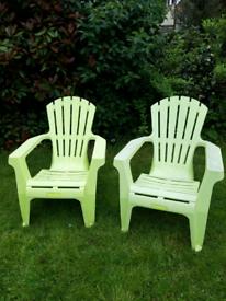 2 garden plastic chair/loungers